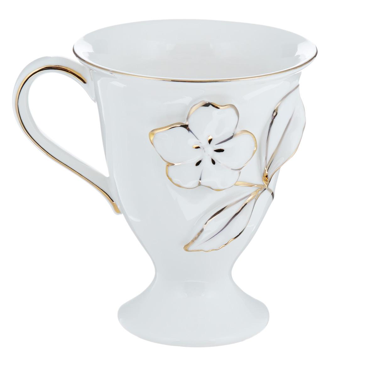 Кружка Lillo Элеганс, цвет: белый, 300 мл21401008 (A)Кружка Lillo Элеганс, выполненная из высококачественной керамики, декорирована золотистой эмалью и рельефным изображением цветка. Изделие оснащено удобной ручкой. Кружка сочетает в себе оригинальный дизайн и функциональность. Благодаря такой кружке пить напитки будет еще вкуснее. Кружка Lillo Элеганс согреет вас долгими холодными вечерами. Нельзя мыть в посудомоечной машине и использовать микроволновой печи. Объем: 300 мл. Диаметр (по верхнему краю): 10 см. Высота кружки: 11,5 см.