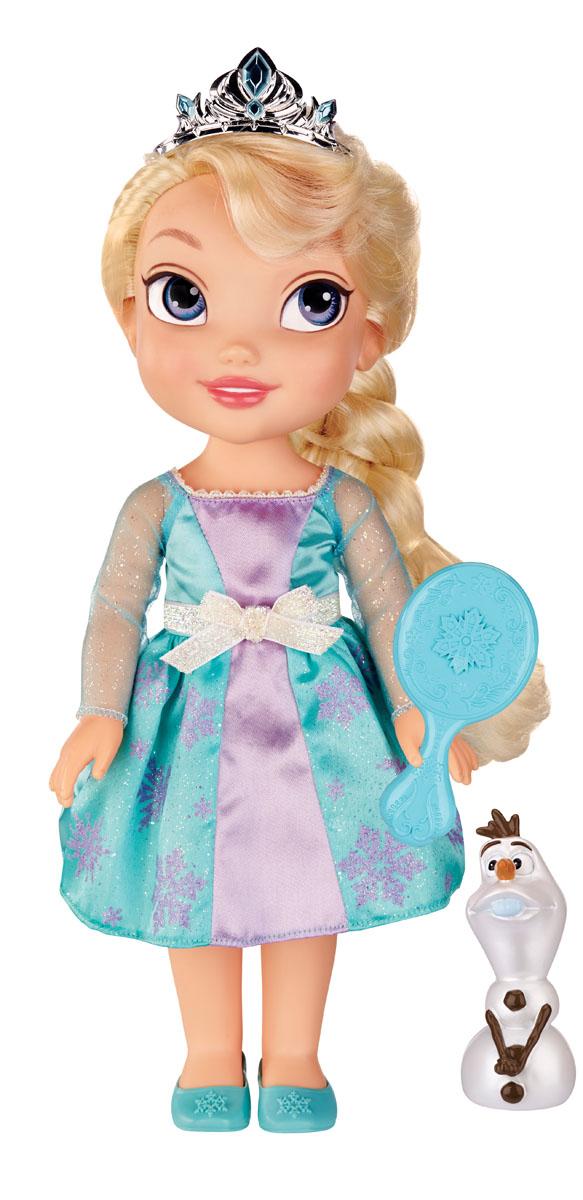 Disney Princess Кукла Холодное сердце Малышка Эльза310020_Toddler ElsaКукла Disney Frozen Toddler Elsa непременно понравится вашей дочурке. Кукла с необыкновенными глазками-линзами выполнена из пластика. Одета малышка Эльза в прекрасное платье бирюзового и сиреневого цветов, оформленное принтом в виде блестящих сиреневых снежинок. Дополнено платье блестящим белым пояском. На ножках принцессы - бирюзовые туфельки. У куклы шикарные светлые локоны, заплетенные в косичку. Голову Эльзы украшает серебристая тиара. В комплект входят фигурка в виде снеговика Олафа и расческа. Такая куколка очарует вас и вашу дочурку с первого взгляда! Ваша малышка с удовольствием будет играть с принцессой Эльзой, проигрывая сюжеты из мультфильма или придумывая различные истории. Порадуйте свою дочурку таким замечательным подарком! УВАЖАЕМЫЕ КЛИЕНТЫ! Обращаем ваше внимание на возможные незначительные изменения в дизайне куклы и ее наряда. Поставка осуществляется в одном из приведенных вариантов в зависимости от наличия на...