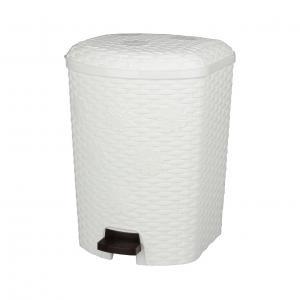 Контейнер для мусора Плетенка, с педалью, 12 лМ2347Контейнер для мусора Плетенка изготовлен из высококачественного цветного пластика и декорирован рельефом. Контейнер оснащен педалью, с помощью которой можно открыть крышку. Закрывается крышка бесшумно, плотно прилегает, предотвращая распространение запаха. Бороться с мелким мусором станет легко. Внутри ведро с ручкой, которое при необходимости можно достать из контейнера. Контейнер для мусора Плетенка - это не только емкость для хранения мусора, но и яркий предмет декора, который оригинально украсит интерьер кухни или ванной комнаты. Размер контейнера: 30 см х 27 см х 36 см.