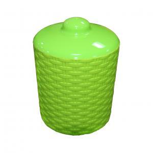 Банка для сыпучих продуктов Альтернатива Плетенка, цвет: зеленый, 1 лМ2528Банка для сыпучих продуктов Альтернатива Плетенка изготовлена из высококачественного яркого пластика. Изделие оснащено плотно закрывающейся пластиковой крышкой. Благодаря плотному соединению крышка герметична. Банка прекрасно подходит для хранения чая, кофе, сахара, специй, орехов и других сыпучих продуктов. Объем банки: 1 л. Диаметр: 11 см. Высота (без учета крышки): 11,5 см.