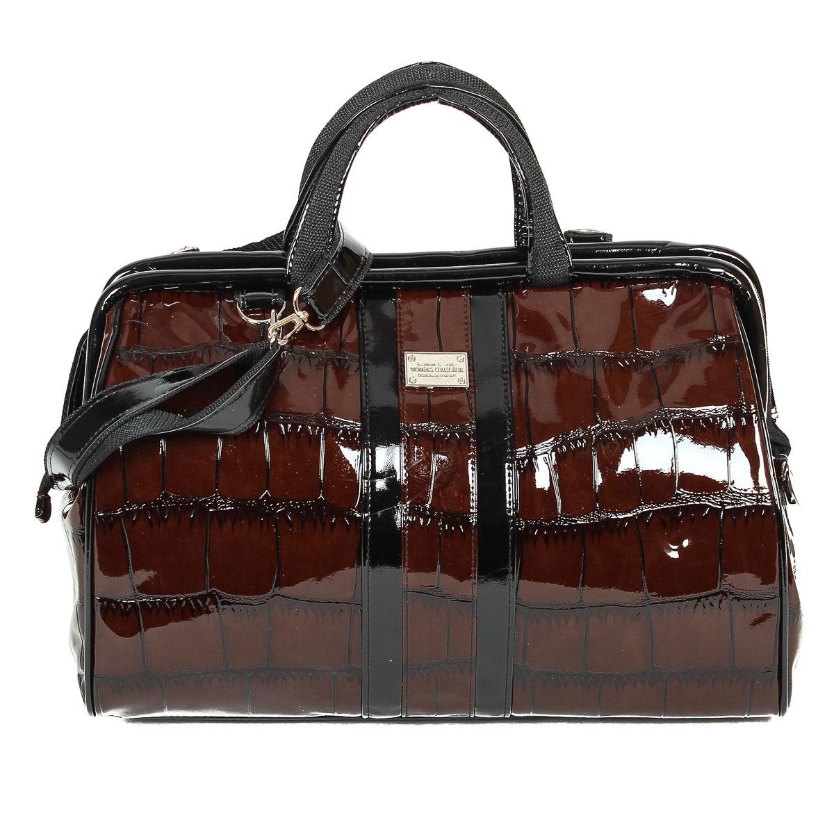 Сумка женская Zemsa, цвет: темно-коричневый. 3-1213-121Оригинальная женская сумка Zemsa выполненная из искусственной кожи с декоративным тиснением под рептилию, оформлена металлической пластинкой. Изделие закрывается на удобную застежку-молнию с двумя бегунками. Внутри - одно вместительное отделение, накладной карманчик для мелочей и накладной карманчик на застежке-молнии. Задняя сторона сумки дополнена втачным карманом на застежке-молнии. К сумке прилагается съемный плечевой ремень, длина которого регулируется. Дно дополнено пластиковыми ножками, защищающими изделие от повреждений. Роскошная сумка внесет элегантные нотки в ваш образ и подчеркнет ваше отменное чувство стиля.