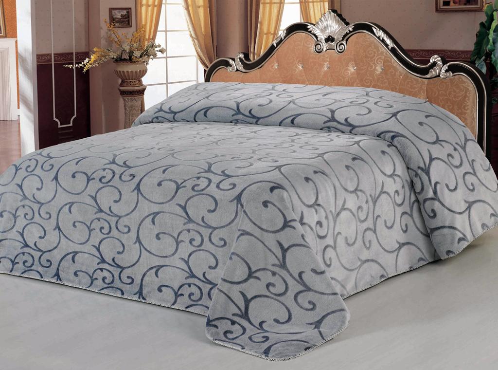 Плед SL, цвет: серый, синий, 200 х 220 см 0951109511Роскошный флисовый плед SL гармонично впишется в интерьер вашего дома и создаст атмосферу уюта и комфорта. Плед выполнен из высококачественного флиса и оформлен изящным орнаментом. Флис - мягкий, теплый, приятный на ощупь материал с бархатистой текстурой, который обладает высокой износостойкостью и долговечностью. Такой плед согреет в прохладную погоду и будет превосходно дополнять интерьер вашей спальни. Высочайшее качество материала гарантирует безопасность не только взрослых, но и самых маленьких членов семьи. Плед поможет подчеркнуть любой стиль интерьера, задать ему нужный тон - от игривого до ностальгического. Плед - это такой подарок, который будет всегда актуален, особенно для ваших родных и близких, ведь вы дарите им частичку своего тепла! Soft Line предлагает широкий ассортимент высококачественного домашнего текстиля разных направлений и стилей. Это и постельное белье из тканей различных фактур и орнаментов, а также мягкие теплые пледы,...