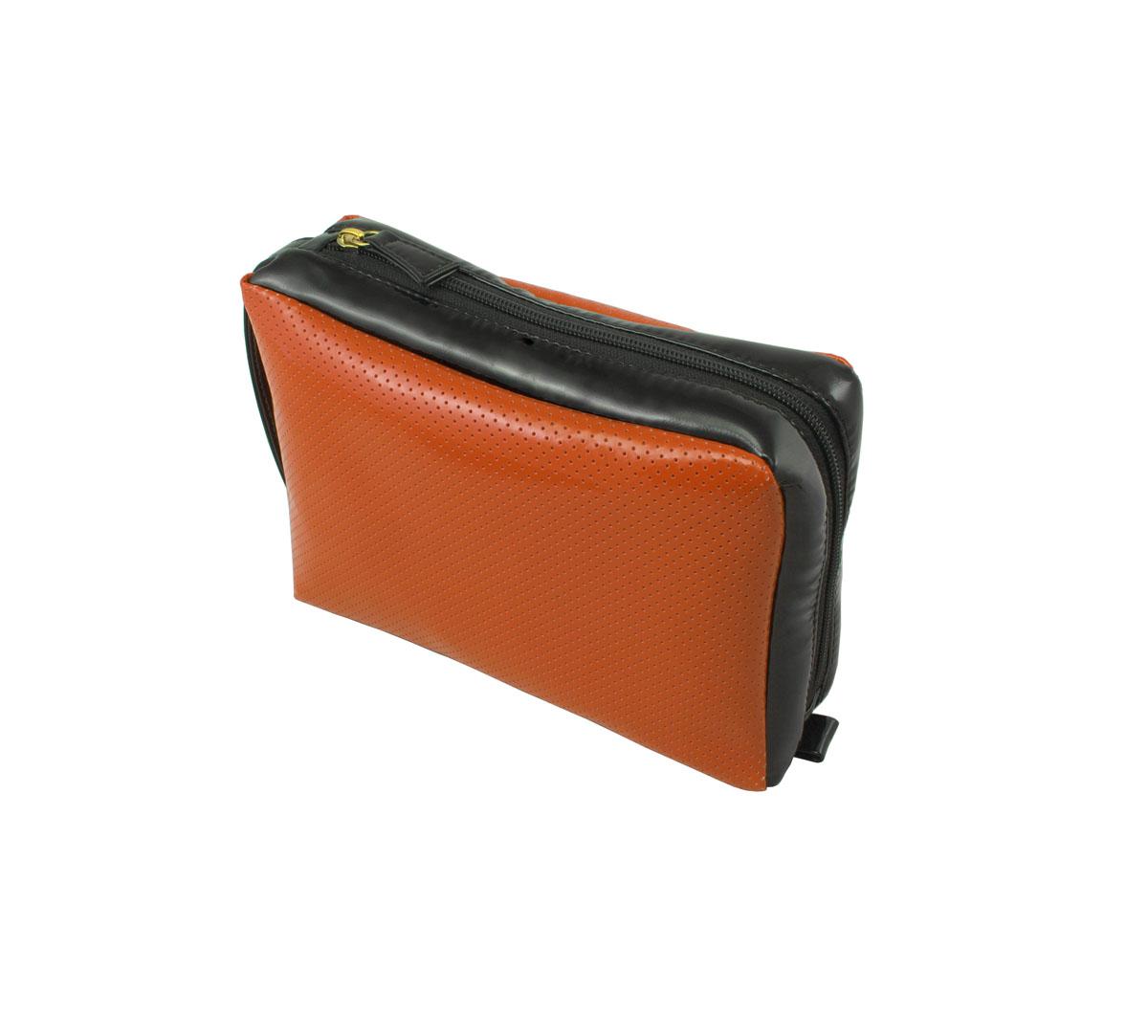 Косметичка дорожная Dimanche, цвет: оранжевый, черный. 284/11284/11Дорожная косметичка Dimanche выполнена из искусственной лакированной кожи с перфорацией. Косметичка имеет одно большое отделение и закрывается на застежку-молнию, расположенную по верхней и боковой стороне. На другой боковой стенке находится ручка. Внутри имеются две перегородки. Отличная косметичка для хранения косметических средств.
