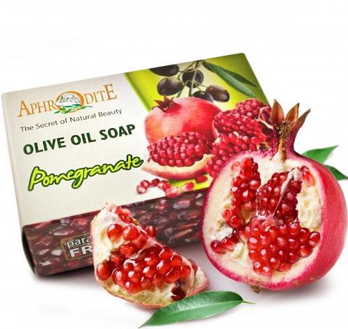 Aphrodite Мыло оливковое с экстрактом граната, 100 гZ-74Натуральное мыло на основе органического оливкового масла. Обладает всеми классическими достоинствами оливкового мыла. Благодаря экстракту граната имеет вяжущие и противовосполительные свойства, способствует усилению микроциркуляции в коже, повышению выработки коллагена и эластина. Рекомендовано для всех типов кожи и приимущественно для увядающей.