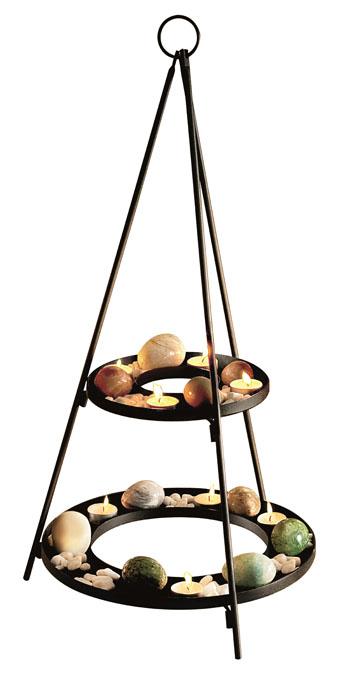 Подсвечник Gardman Madison, 36,6 х 67,5 см19607Декоративный подсвечник Gardman Madison порадует каждого, кто его увидит. Подсвечник выполнен из металла в виде двух кругов, скрепленных металлическими прутьями. Круги являются своего рода площадками, куда можно поместить свечи-таблетки и разные украшения. В наборе - декоративные белые камни и свечи. Теплое мерцание пламени свечи подарит вам настроение волшебства и торжественности. Создайте в своем доме атмосферу уюта, преображая интерьер стильными, радующими глаза предметами.