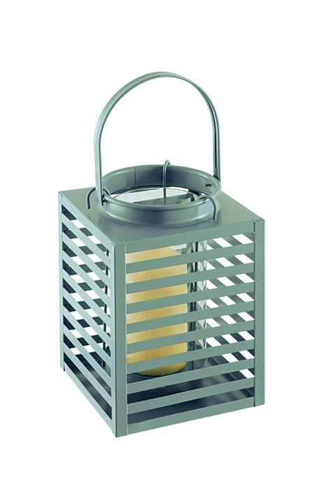 Подсвечник Gardman Orion, цвет: зеленый, 14 см х 19 см19764зДекоративный подсвечник Gardman Orion порадует каждого, кто его увидит. Подсвечник выполнен из металла в виде прямоугольной корзины, оснащенной внутри стеклянной емкостью для размещения свечи. Емкость подвешивается на специальные крючки за край подсвечника. Изделие оснащено металлической ручкой. Теплое мерцание пламени свечи подарит вам настроение волшебства и торжественности. Создайте в своем доме атмосферу уюта, преображая интерьер стильными, радующими глаза предметами. Размер подсвечника: 14 см х 14 см х 19 см. Высота емкости для свечи: 10 см. Диаметр емкости для свечи (по верхнему краю): 9 см. Высота ручки: 11 см.