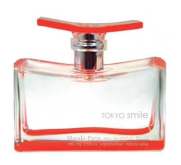 Masaki Matsushima Парфюмерная вода Tokyo Smile, женская, 40 мл706246Masaki Matsuhima один из самый креативных и концептуальных дизайнеров Японии, считает свой родной город Токио одним из тех мест, где в полной мере можно ощутить биение самой жизни. Новое парфюмерное творение Масаки посвящено этому неповторимому городу, сочетающему древнюю историю с юношеским задором. Этот жизнерадостный цветочно-фруктовый аромат словно бы приглашает улыбнуться каждому новому дню, наслаждаться каждым мгновением жизни - каким бы оно ни было. Аромат открывается сочными нотами фруктов, которые перетекают в гармоничную цветочную композицию на основе шампаки - одного из редких видов магнолии - и цветущего персика. Заключительные аккорды буквально взрываются вихрем свежести грейпфрута, юзу и маракуйи, оставляя ощущение непередаваемого прилива сил и бодрости. Tokio Smile - аромат с улыбкой. Классификация аромата : цветочный, фруктовый. Пирамида аромата : Верхние ноты: грейпфрут, юзу, персик,...