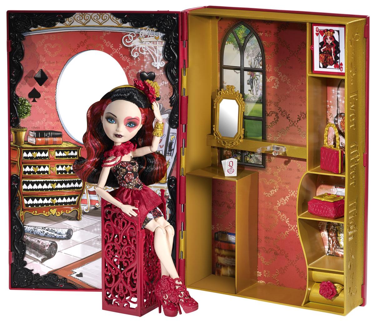Ever After High Игровой набор с куклой Книга Лиззи ХартсCDM54Очаровательная куколка Ever After High Лиззи Хартс, дочка Червонной королевы из Страны Чудес, привлечет внимание вашей маленькой любительницы сказок и волшебства. На Лиззи надето красивое обтягивающее платье с цветочным принтом и красными оборками. На ножках стильные красные ботиночки. Образ дополняют различные аксессуары: золотой браслет, ободок с цветами и пояс. Волосы куколки черные, с красными прядками. Они мягкие и послушные, их приятно расчесывать и создавать различные прически. Для куколки предусмотрен домик, где она живет. Там есть стульчик, зеркальце, книжные полочки, шкатулка. Закончив игру, все вещи можно сложить внутрь, закрыть и поставить настоящим украшением на полку. Не упустите возможность переписать историю вместе с учениками школы Ever After - детьми персонажей известных сказок, которым предстоит решить, следовать ли судьбе своих родителей и прожить положенный сюжет до своего долго и счастливо или изменить то, что им...