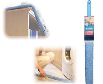 Щетка для уборки для труднодоступных мест E-cloth, гибкая, цвет: голубой20599Щетка гибкая для уборки E-cloth идеальна для удаления пыли, пуха, паутины в труднодоступных местах - на шкафах, за батареями, под мебелью и т.п. Имеет съемный рукав, изготовленный из полиэстера, который можно стирать в стиральной машине. Рукав выдерживает до 300 циклов стирки без потери эффективности. Съемный рукав способен удалять жир, грязь, бактерии с помощью уникальной технологии использования микро волоконного материала, который намного превосходит традиционные средства очистки. Щетка имеет удобную ручку, изготовленную из пластика. Оригинальная, современная, удобная E-cloth сделает уборку эффективнее и приятнее. Стирка должна проводиться при температуре 60°С отдельно от тканей другого цвета. Размер щетки: 74 см х 7,5 см. Размер щетки: 74 см х 7,5 см.