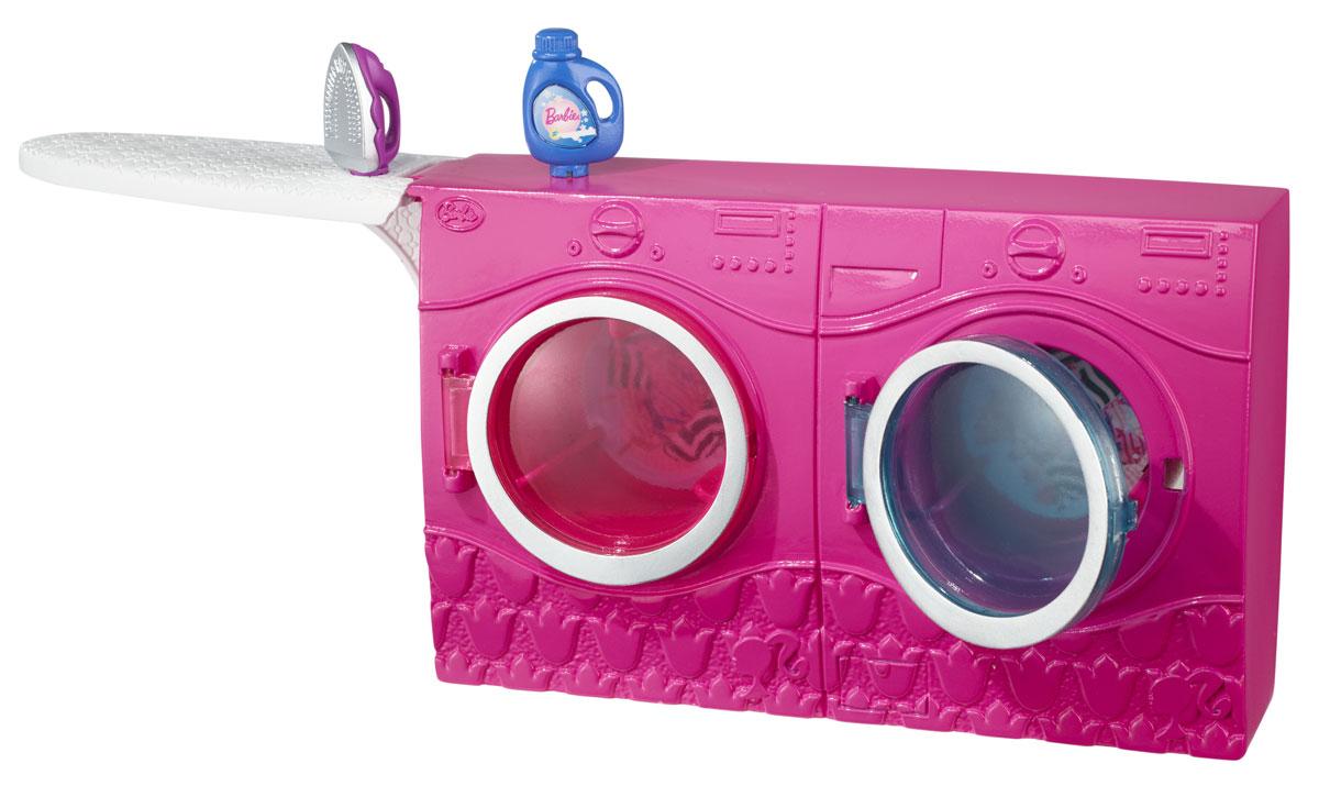 Barbie Мебель для кукол Время стиркиCFG65_CFG66Кукла Барби известна своим особым стилем. Выберите обстановку для ее дома и создайте свою собственную историю! В набор для декора дома Barbie Время стирки входят стиральная машина и аксессуары, с которыми фантазию можно будет воплотить в игру. Прекрасная мебель, замечательные аксессуары в стиле Барби подойдут к домам с самым разным дизайном. Используя элементы декора в игре с Барби, ваша малышка будет с удовольствием придумывать различные истории, разыгрывая сценки из жизни куклы. Кукла в комплект не входит.