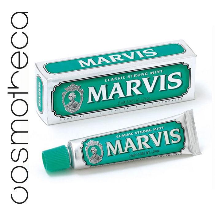 Marvis Зубная паста Классическая Насыщенная Мята 25 мл411090Зубная паста Классическая Насыщенная Мята обладает заманчивым ароматом мяты и дает новое измерение длительной свежести. Фтор способствует укреплению зубной эмали, подавляя образование кислот бактериями зубного налета. Мягкие абразивные вещества нежно удаляют налет с зубов, не царапая эмаль, а мягко полируя ее. Целлюлозная смола предотвращает расслоение и затвердевание зубной пасты.