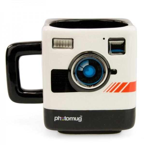 Ретро-кружка Mustard PhotoM 12002Ретро-кружка Mustard Photo изготовлена из высококачественной глазурованной керамики. Необычная кружка в виде ретро-фотокамеры подойдет и для любителей фотографии, и для ценителей всего оригинального. Фокусируйтесь на главном: на объекте в прицеле фотокамеры, на важных дедлайнах, на горячем кофе. Невозможно выстроить идеальную композицию без старого доброго заряда кофеина.