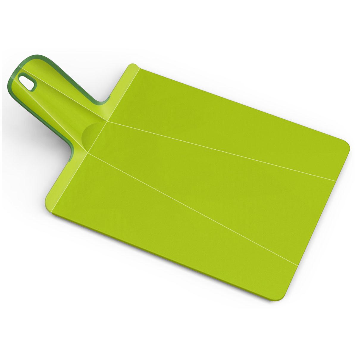 Доска разделочная Joseph Joseph Chop2Pot. Mини, цвет: зеленый, 17 х 32 см60051Разделочная доска Joseph Joseph Chop2Pot. Mини изготовлена из прочного пищевого пластика со специальным покрытием, которое предотвращает прилипание пищи и сохраняет ножи острыми. Удобная ручка оснащена прорезиненными вставками, что обеспечивает надежный хват и комфорт во время использования. Обратная сторона доски снабжена такими же вставками для предотвращения скольжения по поверхности стола. Благодаря изгибам в определенных местах, доска удобно сворачивается и позволяет аккуратно пересыпать все, что вы нарезали. Всем знакомо, как неудобно ссыпать порезанные овощи в кастрюлю, но с этим приспособлением вы одним движением превратите разделочную доску в удобный совок, и все попадет по назначению. Можно мыть в посудомоечной машине.