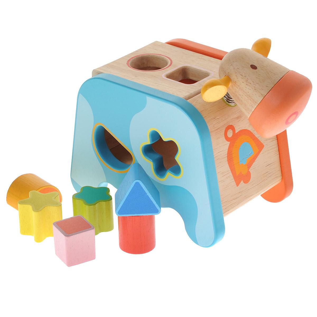 Djeco Игрушка-сортер Корова06309Яркая игрушка-сортер Djeco Корова привлечет внимание вашего ребенка и не позволит ему скучать. Она выполнена из дерева в виде симпатичной коровки с головкой на металлической пружинке и хвостиком-шнурком. На тельце имеются шесть отверстий разных форм. В комплект входят шесть фигурок: треугольник, квадрат, круг, цветочек, звездочка и полукруг. Задача малыша состоит в том, чтобы опустить фигурки в соответствующие им отверстия. Когда все они окажутся внутри сортера, их можно достать, откинув крышку на спине коровки. Края игрушки закруглены, что делает ее безопасной для игр с детьми от одного года. Во время игры ребенок познакомится с основными цветами, научится различать фигуры, форму и цвет, разовьет логическое мышление и мелкую моторику пальчиков рук.