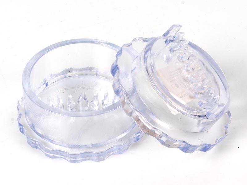 Измельчитель для чеснока Альтернатива, цвет: прозрачный, диаметр 8 смM1693Измельчитель Альтернатива, выполненный из высокопрочного пластика, предназначен для быстрого измельчения зубчиков чеснока. Прибор также можно использовать для отделения головок чеснока от шелухи. Измельчитель очень прост в использовании: положите внутрь чеснок и покрутите крышку, придерживая основание. Прибор быстро и без отходов измельчит чеснок. Пригоден для мытья в посудомоечной машине. Диаметр измельчителя: 8 см. Высота измельчителя: 4,5 см.
