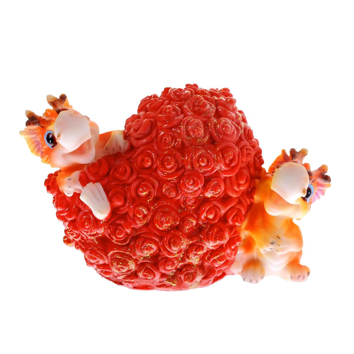 Копилка декоративная Lunten Ranta Дракон и миллион роз58964Декоративная копилка Lunten Ranta Дракон и миллион роз, выполненная из полирезины, станет отличным украшением интерьера вашего дома или офиса. Копилка выполнена в виде двух забавных дракончиков и сердечка из роз. Имеется прорезь для монеток и отверстие на дне изделия, закрывающееся на резиновую пробку, для извлечения денег. Копилка - это оригинальный и нужный подарок на все случаи жизни. Также она может стать оригинальным подарком для всех любителей стильных вещей.