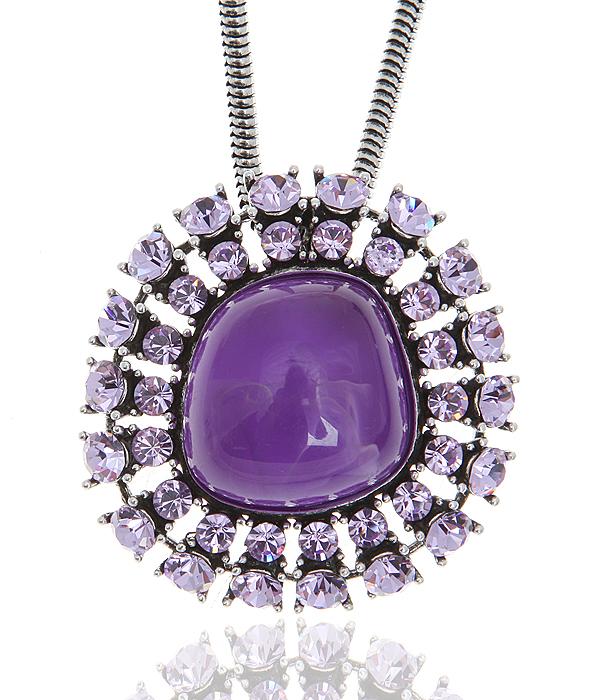 """Кулон на цепочке """"Лунное зеркало"""" от Arrina. Ювелирный пластик аметистового цвета, аметистовые кристаллы, бижутерный сплав серебряного"""