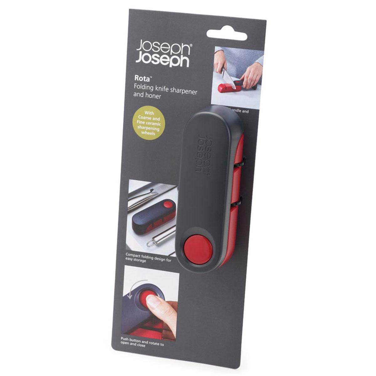 Ножеточка Joseph Joseph Rota, цвет: темно-серый, красный10048Ножеточка Joseph Joseph Rota изготовлена из высококачественного пластика. Уникальный дизайн ножеточки Joseph Joseph Rota с вращающейся крышкой помогает выполнить сразу две функции: во-первых, открыв ножеточку, вы сразу обеспечиваете себя удобной ручкой, которая позволяет плотно прижать ее к столешнице. А во-вторых, после заточки ножа, инструмент аккуратно складывается, что экономит место в вашем кухонном ящике. Ножеточка имеет две прорези (с крупнозернистой и мелкой заточкой), которые позволяют точно и тонко наточить ножи разного формата. Нескользящее основание добавляет устойчивости при работе. Ножеточка Joseph Joseph Rota станет незаменимой на вашей кухне.