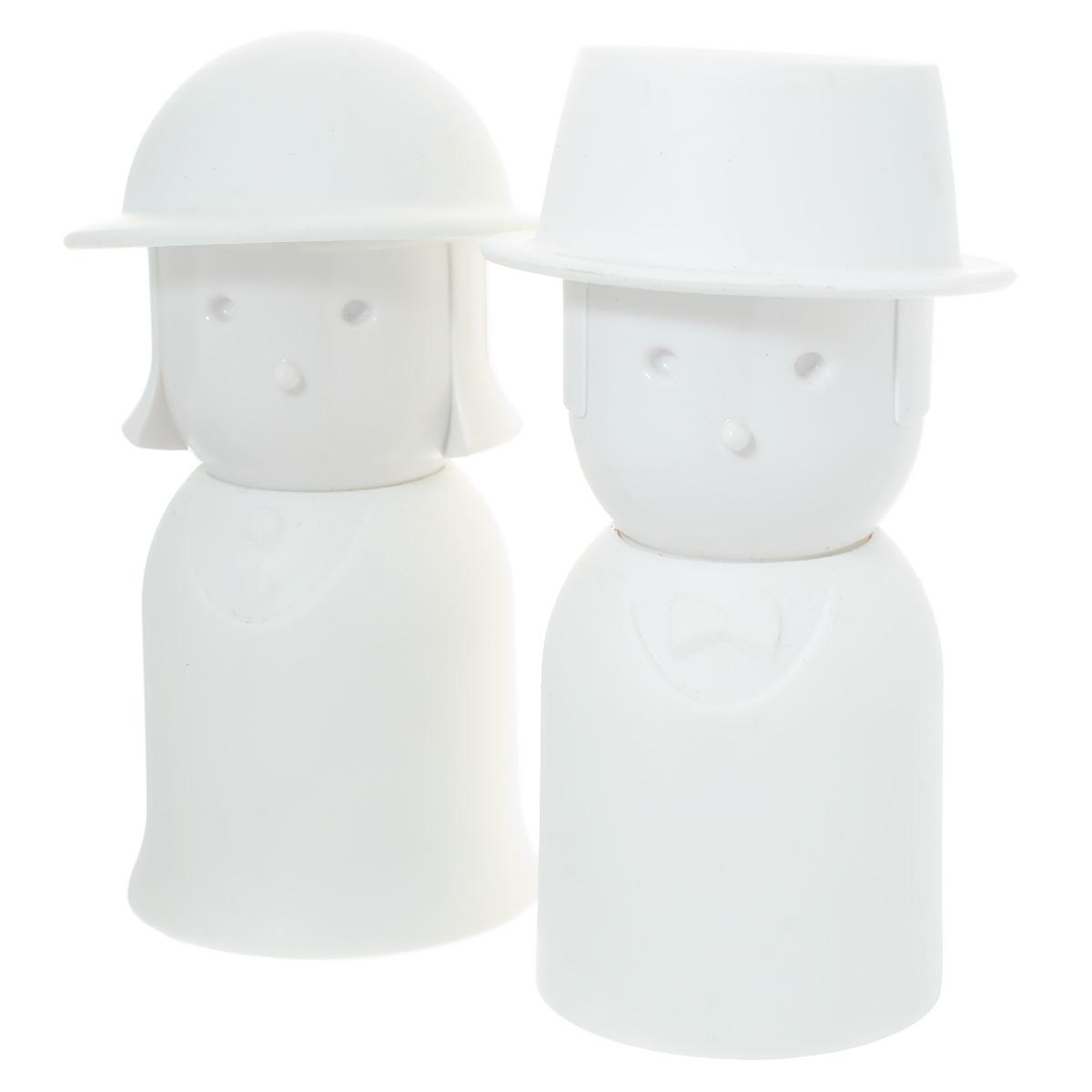 Набор для специй Qualy Mr. Pepper & Mrs. Salt, цвет: белый, 2 предметаQL10054-WHНабор Qualy Mr. Pepper & Mrs. Salt, состоящий из солонки и перечницы, изготовлен из пластика с прорезиненным покрытием. Емкости выполнены в виде человечков и оснащены крышками. Солонка и перечница легки в использовании: стоит только перевернуть емкости, и вы с легкостью сможете поперчить или добавить соль по вкусу в любое блюдо. Дизайн, эстетичность и функциональность набора позволят ему стать достойным дополнением к кухонному инвентарю. Размер емкости: 4 см х 4,5 см х 9 см.