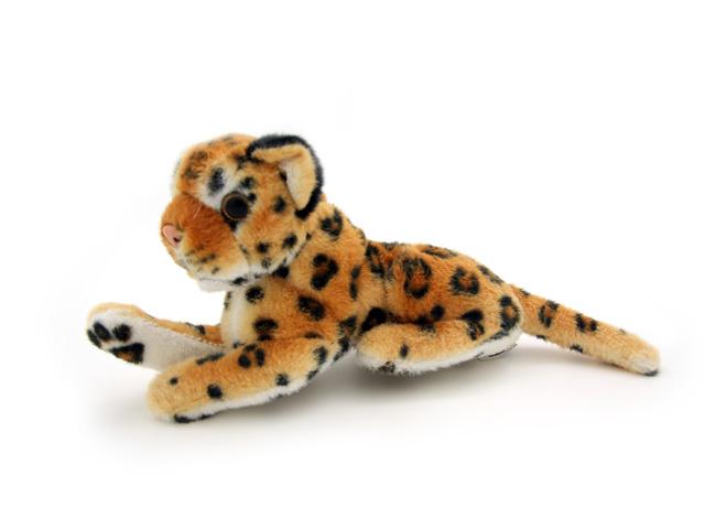 Мягкая игрушка Magic Bear Toys Леопард, 16 см7BW16BRОчаровательная игрушка Magic Bear Toys Леопард изготовлена из нетоксичных экологически чистых материалов. Глазки и носик выполнены из пластика. Зверек обладает мягкой шерсткой, выполненной из искусственного меха. Голова игрушки имеет уплотненный каркас. Для набивки используется силиконизированное волокно. Удивительная мягкая игрушка принесет радость и подарит своему обладателю мгновения нежных объятий и приятных воспоминаний. Великолепное качество исполнения делают эту игрушку чудесным подарком к любому празднику. Трогательная и симпатичная, она непременно вызовет улыбку у детей и взрослых.