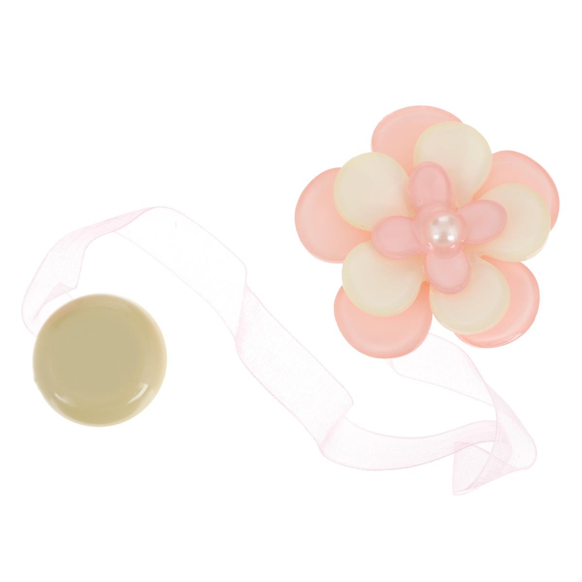 Клипса-магнит для штор Calamita Fiore, цвет: бледно-розовый, бежевый. 7704013_5517704013_551Клипса-магнит Calamita Fiore, изготовленная из пластика и полиэстера, предназначена для придания формы шторам. Изделие представляет собой два магнита, расположенные на разных концах текстильной ленты. Один из магнитов оформлен декоративным цветком. С помощью такой магнитной клипсы можно зафиксировать портьеры, придать им требуемое положение, сделать складки симметричными или приблизить портьеры, скрепить их. Клипсы для штор являются универсальным изделием, которое превосходно подойдет как для штор в детской комнате, так и для штор в гостиной. Следует отметить, что клипсы для штор выполняют не только практическую функцию, но также являются одной из основных деталей декора, которая придает шторам восхитительный, стильный внешний вид. Диаметр декоративного цветка: 5 см. Длина ленты: 28 см.