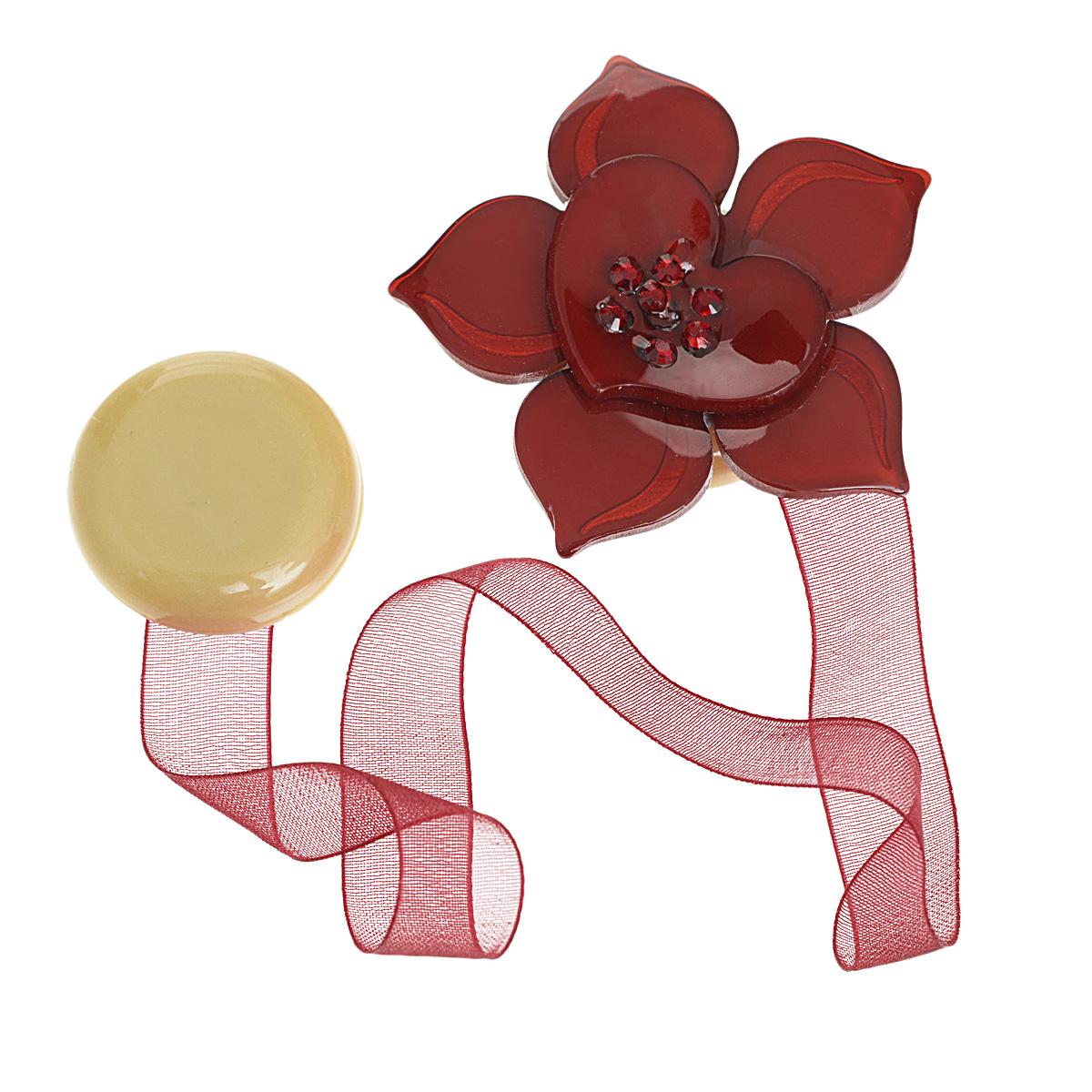 Клипса-магнит для штор Calamita Fiore, цвет: бордовый. 7704006_5777704006_577Клипса-магнит Calamita Fiore, изготовленная из пластика и текстиля, предназначена для придания формы шторам. Изделие представляет собой два магнита, расположенные на разных концах текстильной ленты. Один из магнитов оформлен декоративным цветком и украшен стразами. С помощью такой магнитной клипсы можно зафиксировать портьеры, придать им требуемое положение, сделать складки симметричными или приблизить портьеры, скрепить их. Клипсы для штор являются универсальным изделием, которое превосходно подойдет как для штор в детской комнате, так и для штор в гостиной. Следует отметить, что клипсы для штор выполняют не только практическую функцию, но также являются одной из основных деталей декора этого изделия, которая придает шторам восхитительный, стильный внешний вид. Материал: пластик, полиэстер, магнит. Диаметр декоративного цветка: 5 см. Диаметр магнита: 2,5 см. Длина ленты: 28 см.