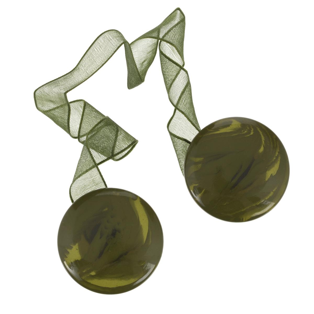 Клипса-магнит для штор Calamita Fiore, цвет: хаки. 77040267704026_698Клипса-магнит Calamita Fiore, изготовленная из пластика, предназначена для придания формы шторам. Изделие представляет собой два магнита круглой формы, расположенные на разных концах текстильной ленты. С помощью такой магнитной клипсы можно зафиксировать портьеры, придать им требуемое положение, сделать складки симметричными или приблизить портьеры, скрепить их. Клипсы для штор являются универсальным изделием, которое превосходно подойдет как для штор в детской комнате, так и для штор в гостиной. Следует отметить, что клипсы для штор выполняют не только практическую функцию, но также являются одной из основных деталей декора этого изделия, которая придает шторам восхитительный, стильный внешний вид.