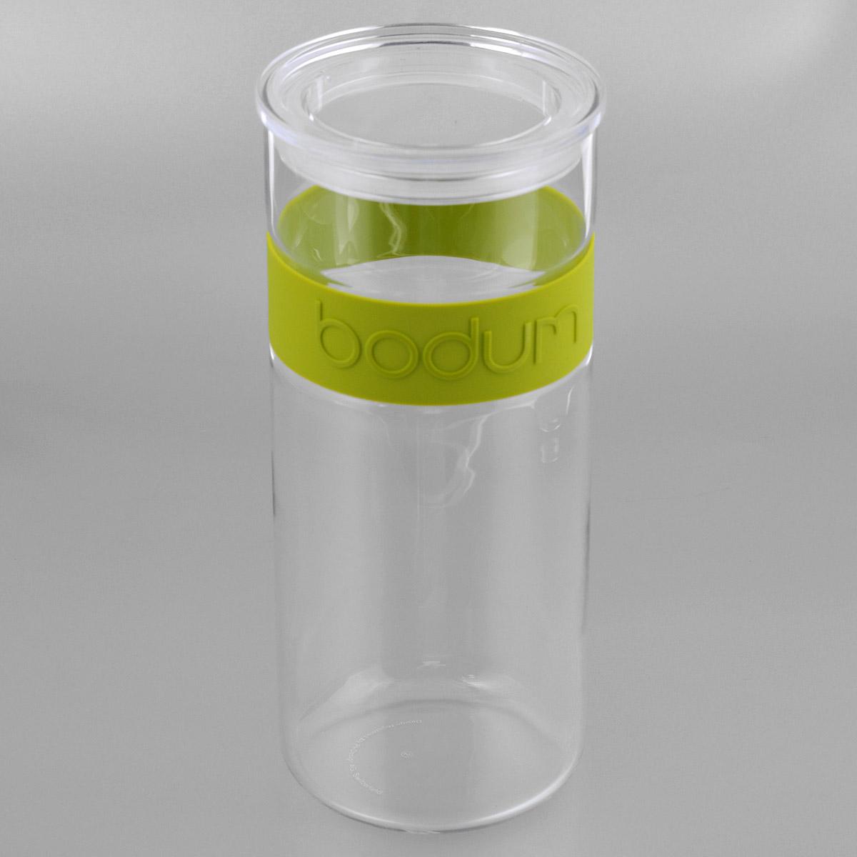 Банка для хранения Bodum Presso, цвет: зеленый, 2,5 л11131-Банка для хранения Bodum Presso изготовлена из прозрачного стекла со вставкой из приятного на ощупь силикона. Стеклянная посуда не впитывает запахов продуктов и очень удобна в использовании. Банка оснащена плотно закрывающейся пластиковой крышкой с термоусадкой. Благодаря этому внутри сохраняется герметичность, и продукты дольше остаются свежими. Изделие предназначено для хранения различных сыпучих продуктов: круп, чая, сахара, орехов и многого другого. Функциональная и вместительная, такая банка станет незаменимым аксессуаром на любой кухне. Можно мыть в посудомоечной машине. Объем банки: 2,5 л. Диаметр банки (по верхнему краю): 11,5 см. Высота банки: 28 см.