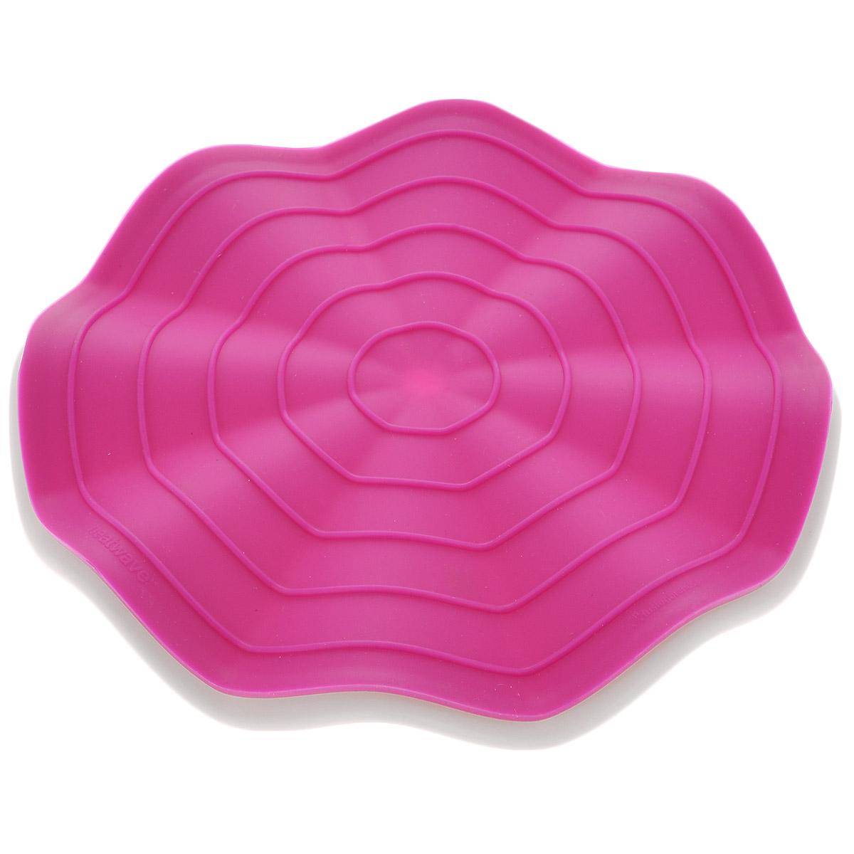 Прихватка-подставка под горячее Fusionbrands Wave, цвет: розовый, белый, диаметр 20 см8056-FUПрихватка-подставка под горячее Fusionbrands Wave состоит из двух частей: подставки под горячее, изготовленной из жаропрочного нейлона и силиконовой прихватки. Изделия имеют волнистую рельефную форму. Подставка не только украсит ваш стол, но и сбережет его от воздействия высоких температур. Силиконовую прихватку можно использовать с любой посудой. Она защитит руки от ожогов. Изделия из силикона выдерживают высокие и низкие температуры (от - 40°С до +230°С). Они износостойки, легко моются, не горят и не тлеют, не впитывают запахи, не оставляют пятен. Силикон абсолютно безвреден для здоровья. Прихватка-подставка Fusionbrands Wave - отличный подарок, необходимый любой хозяйке. Диаметр изделий: 20 см.