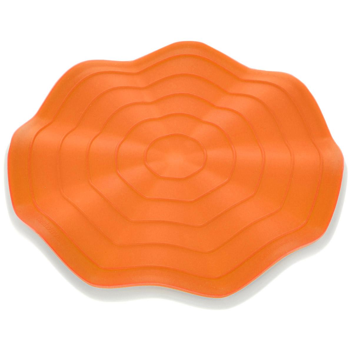 Прихватка-подставка под горячее Fusionbrands Wave, цвет: оранжевый, белый, диаметр 20 см8056-ORПрихватка-подставка под горячее Fusionbrands Wave состоит из двух частей: подставки под горячее, изготовленной из жаропрочного нейлона и силиконовой прихватки. Изделия имеют волнистую рельефную форму. Подставка не только украсит ваш стол, но и сбережет его от воздействия высоких температур. Силиконовую прихватку можно использовать с любой посудой. Она защитит руки от ожогов. Изделия из силикона выдерживают высокие и низкие температуры (от - 40°С до +230°С). Они износостойки, легко моются, не горят и не тлеют, не впитывают запахи, не оставляют пятен. Силикон абсолютно безвреден для здоровья. Прихватка-подставка Fusionbrands Wave - отличный подарок, необходимый любой хозяйке. Диаметр изделий: 20 см.