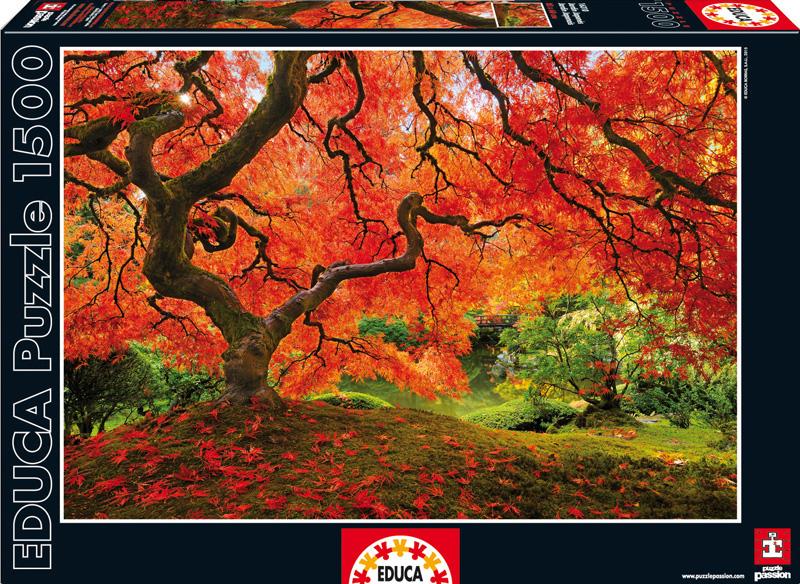 Осень в японском саду. Пазл, 1500 элементов16310Пазл Educa Осень в японском саду непременно придется по душе вам и вашему ребенку. Собрав этот пазл, включающий в себя 1500 элементов, вы получите оригинальный постер с красочным изображением осеннего сада. Пазл выполнен из высококачественных материалов, что обеспечивает идеальное прилегание деталей. Кроме того, после сборки вы сможете склеить части мозаики. Клей FixPuzzle в комплекте. Компания Educa имеет уникальный сервис: бесплатная доставка в любую точку мира потерянной детали. Пазл - великолепная игра для семейного досуга. Сегодня собирание пазлов стало особенно популярным, главным образом, благодаря своей многообразной тематике, способной удовлетворить самый взыскательный вкус. А для детей это не только интересно, но и полезно. Собирание пазла развивает мелкую моторику у ребенка, тренирует наблюдательность, логическое мышление, знакомит с окружающим миром, с цветом и разнообразными формами.