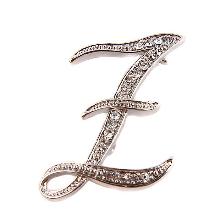 Брошь Буква Z. Металл, австрийские кристаллы. Конец ХX векаШ5Брошь Буква Z. Металл, австрийские кристаллы. Западная Европа, конец ХX века. Длина 6 см, ширина 3,5 см. Сохранность хорошая. Брошь представлена в виде буквы английского алфавита Z. Отличное украшение Вашего повседневного гардероба.