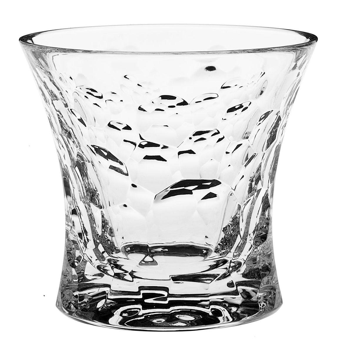 Набор стаканов Crystal Bohemia, 200 мл, 6 шт990/21204/0/05106/200-609Набор Crystal Bohemia состоит из шести стаканов. Изделия выполнены из хрусталя. Предметы набора имеют прозрачную поверхность и декорированы оригинальным рельефом. Они излучают приятный блеск и издают мелодичный звон. Набор Crystal Bohemia прекрасно оформит интерьер кабинета или гостиной и станет отличным дополнением бара. Такой набор также станет хорошим подарком к любому случаю. Диаметр стакана (по верхнему краю): 10 см. Высота стакана: 10 см. Размер дна стакана: 8,5 см х 7,5 см.