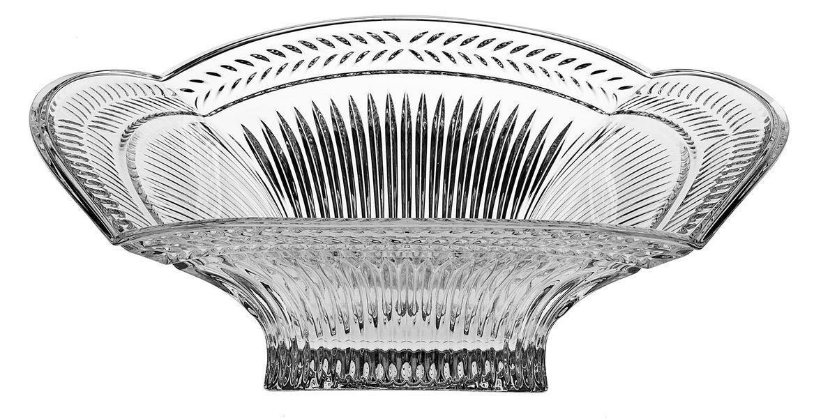 Салатник Crystal Bohemia, диаметр 32,5 см990/60603/0/07311/325-109Салатник Crystal Bohemia изготовлен из хрусталя и выполнен в виде большого цветка, декорированного рельефным изображением. Данный салатник сочетает в себе изысканный дизайн с максимальной функциональностью. Он прекрасно впишется в интерьер вашей кухни и станет достойным дополнением к кухонному инвентарю. Такой салатник не только украсит ваш кухонный стол и подчеркнет прекрасный вкус хозяйки, но и станет отличным подарком. Диаметр: 32,5 см. Высота: 10,5 см. Размер дна: 11,5 см х 11,5 см.