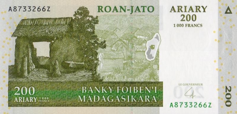 Банкнота номиналом 200 ариари. Мадагаскар. 2004 год
