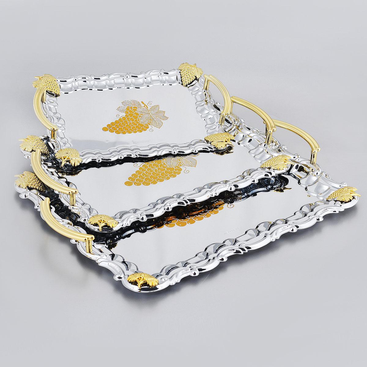 Набор подносов Wellberg Belvedere, 3 шт. 266WB266WBНабор Wellberg Belvedere состоит из трех сервировочных подносов разного размера. Подносы изготовлены из высококачественной хромированной стали. Они имеют прямоугольную форму и оформлены изображением виноградной грозди, декоративными элементами и ручками золотистого цвета. Подносы отлично подойдут для подачи рыбных блюд, а традиционные блюда будут выглядеть на них более аппетитно. Благодаря оригинальному дизайну сервировочные подносы придадут элегантный вид любому обеденному столу. Не рекомендуется мыть в посудомоечной машине. Размер малого подноса: 26,4 см х 19 см. Размер среднего подноса: 33,5 см х 24 см. Размер большого подноса: 39,5 см х 32,5 см.