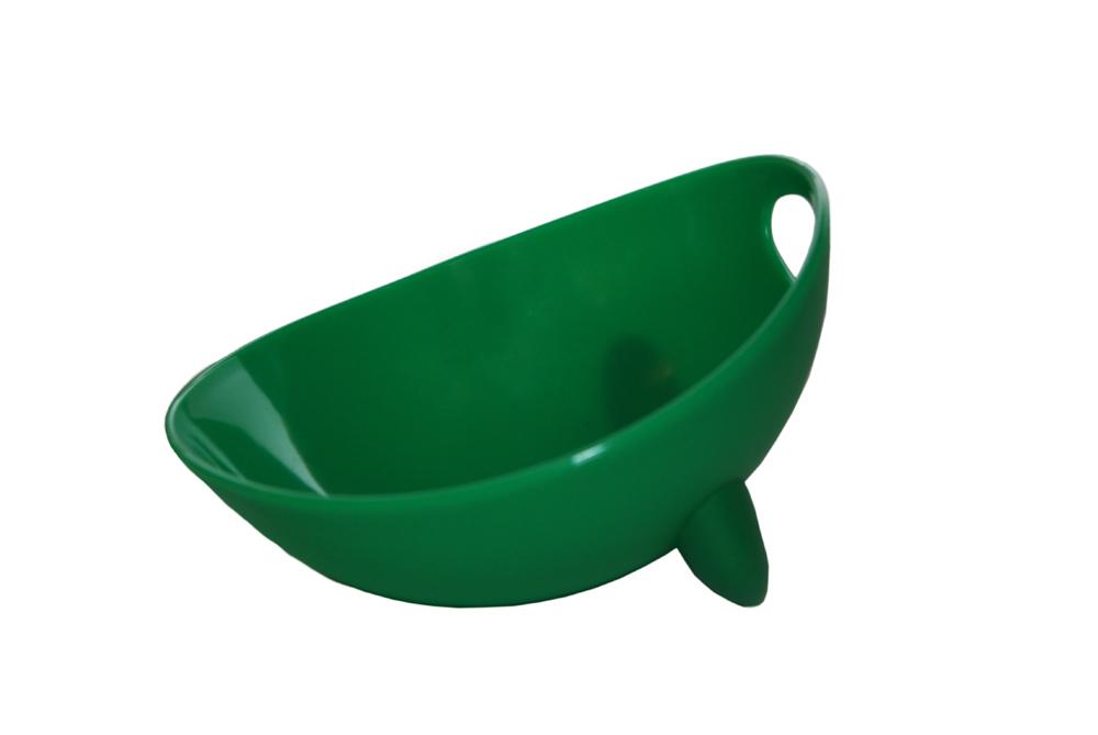 Миска для животных Ziver, цвет: зеленый, 500 мл40.ZV.208Дизайнерская миска Ziver - это посуда с удобной для животных анатомической формой. Миска выполнена из пластика с глянцевой поверхностью внутри, а снаружи - матовой. За счет разных поверхностей миска легко моется водой. Съемная утяжеленная резиновая ножка не позволяет миске скользить по полу. Порадуйте своего питомца яркой и удобной миской для корма. Объем: 500 мл. Диаметр миски по верхнему краю: 13,5 см. Высота стенок: 7,5 см.