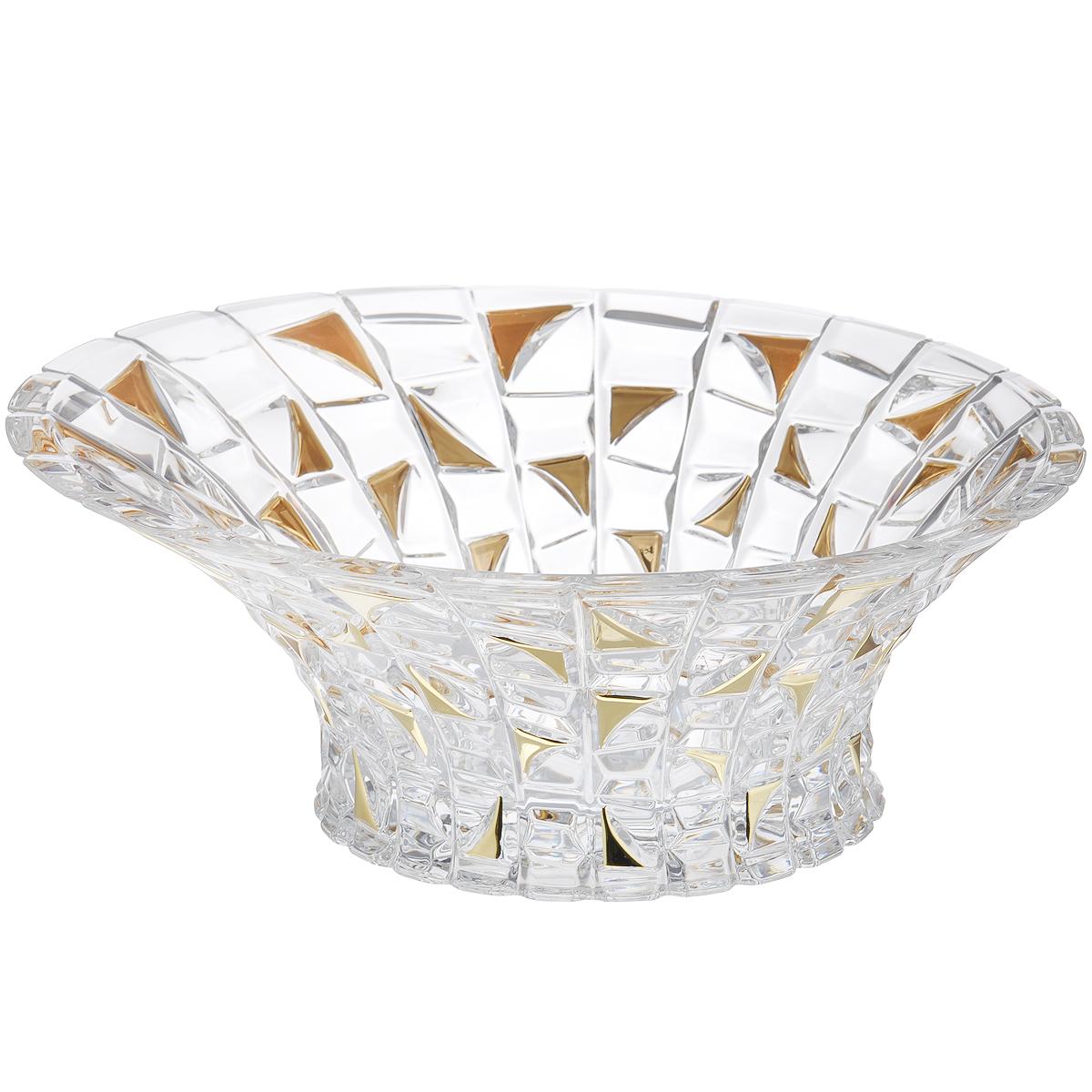 Салатник Crystal Bohemia Patriot Gold, диаметр 33 см990/65803/0/72232/330-109Салатник Crystal Bohemia Patriot Gold изготовлен из хрусталя и выполнен в форме большой чаши, декорированной рельефным рисунком с вставками золотистого цвета. Стенки салатника плавно переходят с высокой на низкую. Данный салатник сочетает в себе изысканный дизайн с максимальной функциональностью. Он прекрасно впишется в интерьер вашей кухни и станет достойным дополнением к кухонному инвентарю. Такой салатник не только украсит ваш кухонный стол и подчеркнет прекрасный вкус хозяйки, но и станет отличным подарком. Диаметр: 33 см. Высота (по высокой стенке): 13,5 см. Высота (по низкой стенке): 11,5 см. Диаметр дна: 18 см.