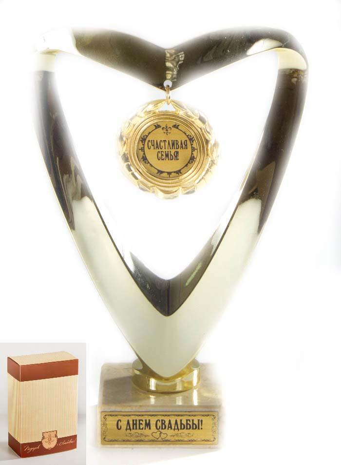 Кубок Сердце Счастливая семья!,h15см, картонная коробка030501033Фигурка подарочная ввиде серца с подвесной медалькой из пластика с основанием из искусственного мрамора h 15см золотой
