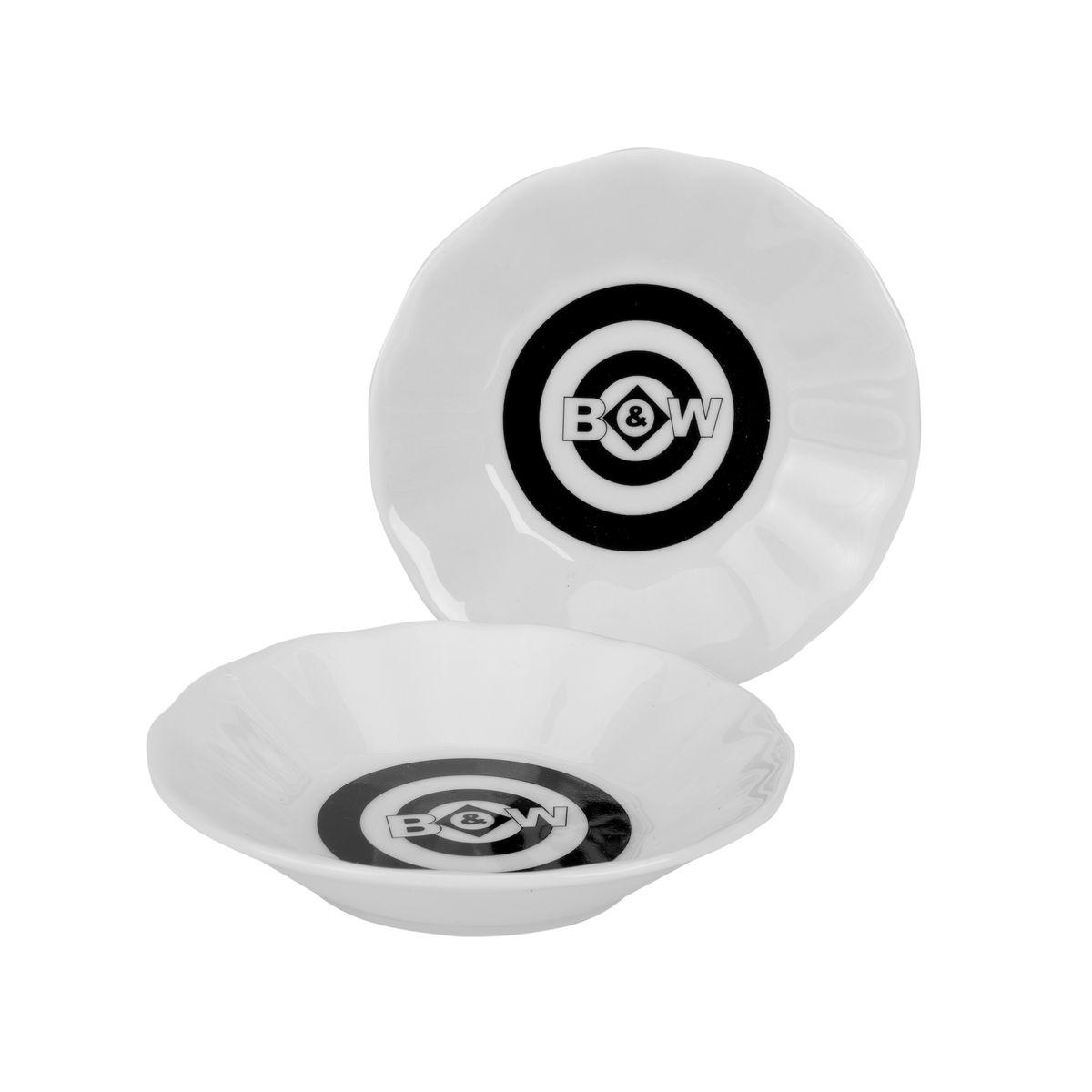 Набор подставок для чайных пакетиков GiftLand Black&White, цвет: черный, белый, 6 шт8529Набор подставок для чайных пакетиков GiftLand Black&White, изготовленный из фарфора, порадует вас оригинальностью и дизайном. Подставки выполнены в форме блюдечка и декорированы черно-белым рисунком. В наборе - 4 подставки. Подставки, несомненно, понравятся любой хозяйке, а кухонный стол всегда будет чистым, без нежелательных разводов от чайных пакетиков. Изделия также можно использовать в качестве тарелок для меда и джема. Диаметр подставки: 10,5 см. Высота подставки: 2,3 см.