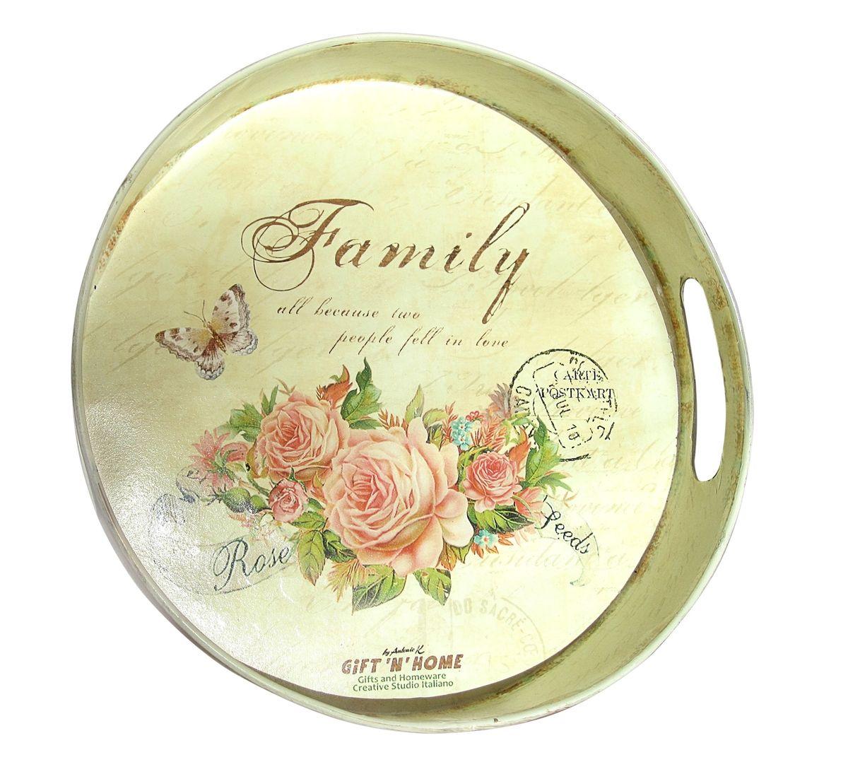 Поднос GiftnHome Моя семья, диаметр 28 смМП-16-familyПоднос GiftnHome Моя семья изготовлен из жести и оформлен красочным цветочным рисунком в винтажном стиле. Декор выполнен в технике декупаж. Поднос оснащен высокими бортиками и удобными ручками-прорезями. Может использоваться как для сервировки, так и для декора кухни. Поднос прекрасно дополнит интерьер и добавит в обычную обстановку нотки романтики и изящества. Диаметр: 28 см. Высота бортиков: 5,5 см.