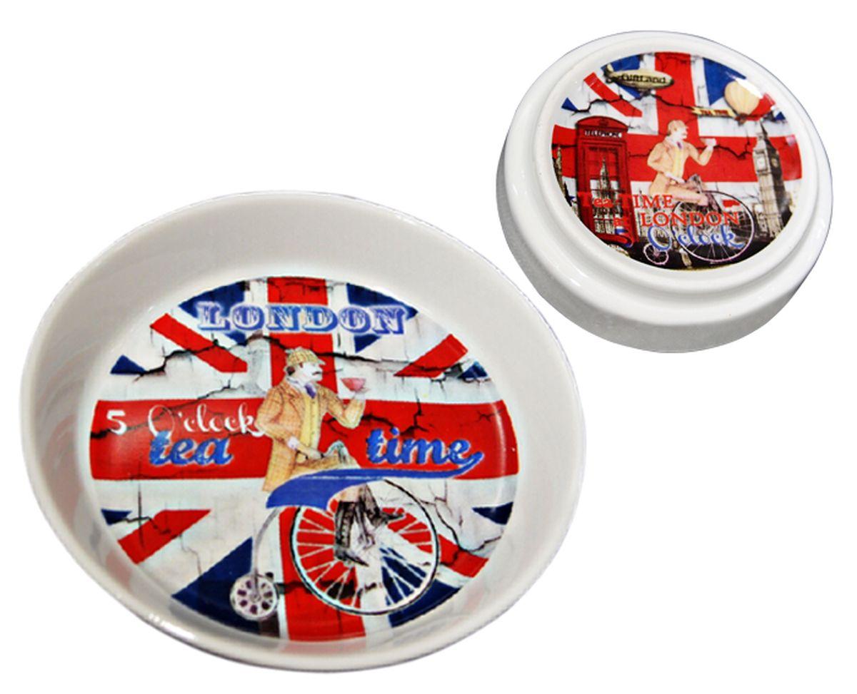 Крышка-блюдце GiftnHome Пора пить чай, диаметр 9,5 смLID-TeatimeУниверсальная крышка-блюдце GiftnHome Пора пить чай выполнена из высококачественного фарфора и декорирована изображением британского флага. Изделие может служить подставкой под чайные пакетики, крышкой для кружки или блюдцем для джема и меда. Универсальная крышка-блюдце GiftnHome Пора пить чай - это стильная вещь на каждый день. Пригодна для использования в посудомоечной машине и микроволновой печи. Диаметр: 9,5 см. Высота: 2 см.