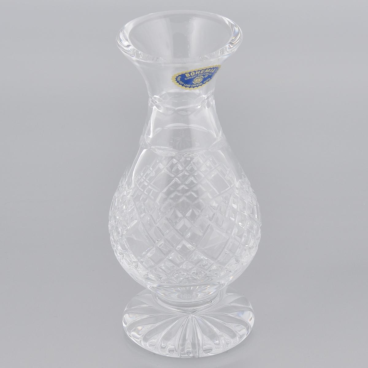 Ваза Crystal Bohemia, высота 17,5 см240/80P10/0/11168/175-109Изящная ваза Crystal Bohemia изготовлена из высококачественного хрусталя. Ваза оформлена рельефным рисунком, что делает ее изящным украшением интерьера. Ваза Crystal Bohemia дополнит интерьер офиса или дома и станет желанным и стильным подарком. Кроме того - это отличный вариант подарка для ваших близких и друзей. Высота вазы: 17,5 см. Диаметр основания: 7,3 см. Диаметр по верхнему краю: 6,5 см.