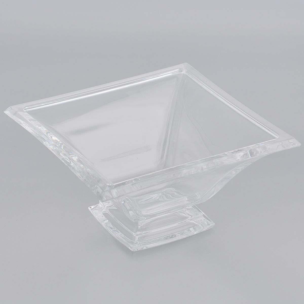 Салатник Crystal Bohemia, 15,5 см х 15,5 см х 8 см990/65821/0/44600/160-109Салатник Crystal Bohemia выполнен из прочного высококачественного хрусталя квадратной формы. Он излучает приятный блеск и издает мелодичный звон. Салатник сочетает в себе изысканный дизайн с максимальной функциональностью. Он прекрасно впишется в интерьер вашей кухни и станет достойным дополнением к кухонному инвентарю. Салатник не только украсит ваш кухонный стол и подчеркнет прекрасный вкус хозяйки, но и станет отличным подарком.