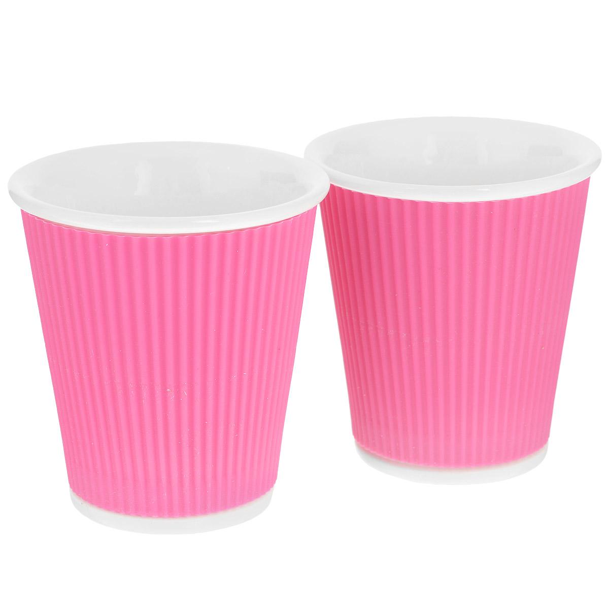 Набор чашек Les Artistes-Paris Ondules, цвет: розовый, 180 мл, 2 штA-0635Набор Les Artistes-Paris Ondules состоит из двух чашек, выполненных из фарфора в виде бумажных стаканчиков. Силиконовое покрытие с внешней стороны позволяет удобно использовать чашку и не обжечь руки. Материал изделий не содержит кадмия и свинца, поэтому абсолютно безопасен для здоровья. Чашки выдерживают высокие перепады температур от -35°С до +300°С, они невероятно прочны и устойчивы к появлению царапин. Набор яркого необычного дизайна позволит насладиться вашими любыми напитками, благодаря компактным размерам его можно взять с собой куда угодно. Прекрасный подарок для друзей и близких. Можно использовать в микроволновке, ставить в холодильник и мыть в посудомоечной машине. Объем чашки: 180 мл. Диаметр (по верхнему краю): 8 см. Высота чашки: 8,5 см.