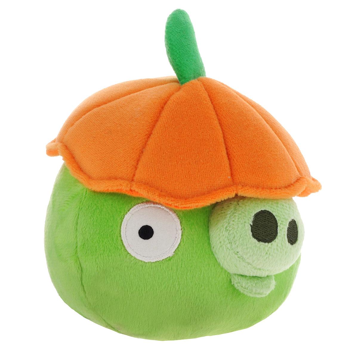 Angry Birds Мягкая озвученная игрушка Halloween цвет зеленый 14 см91786зеленыйМягкая озвученная игрушка Angry Birds Halloween подарит вашему ребенку много радости и веселья. Удивительно приятная на ощупь игрушка выполнена в виде всем известного персонажа из популярной игры Angry Birds - зеленой свиньи с тыквой на голове. При нажатии на кнопку, расположенную на макушке, игрушка начинает смеяться, хрюкать и издавать забавные звуки. Чудесная мягкая игрушка непременно поднимет настроение своему обладателю и станет замечательным подарком к любому празднику.