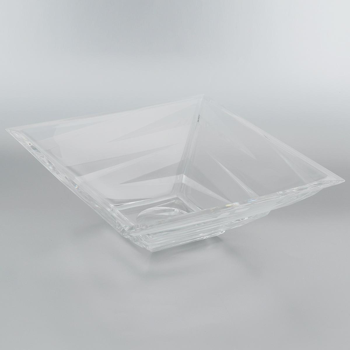 Салатник Crystal Bohemia, 28,5 х 28,5 х 9,5 см920/61234/0/59418/290-109Салатник Crystal Bohemia выполнен из прочного высококачественного хрусталя квадратной формы и декорирован рельефом. Он излучает приятный блеск и издает мелодичный звон. Салатник сочетает в себе изысканный дизайн с максимальной функциональностью. Он прекрасно впишется в интерьер вашей кухни и станет достойным дополнением к кухонному инвентарю. Салатник не только украсит ваш кухонный стол и подчеркнет прекрасный вкус хозяйки, но и станет отличным подарком.