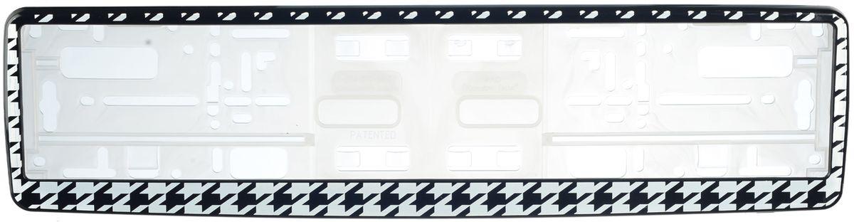 Рамка под номер Гусиные лапкиЗ0000014132Рамка Гусиные лапки не только закрепит регистрационный знак на вашем автомобиле, но и красиво его оформит. Основание рамки выполнено из полипропилена, материал лицевой панели - пластик. Она предназначена для крепления регистрационного знака российского и европейского образца, декорирована орнаментом. Устанавливается на все типы автомобилей. Крепления в комплект не входят. Стильный дизайн идеально впишется в экстерьер вашего автомобиля. Размер рамки: 53,5 см х 13,5 см. Размер регистрационного знака: 52,5 см х 11,5 см.
