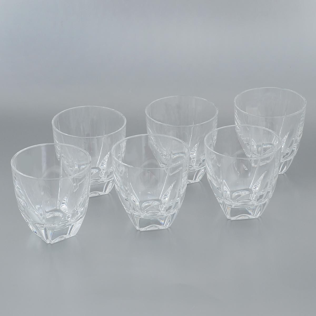 Набор стаканов Crystal Bohemia, 270 мл, 6 шт990/20500/0/37700/270-609Набор Crystal Bohemia состоит из шести стаканов. Изделия выполнены из прочного высококачественного хрусталя. Они излучают приятный блеск и издают мелодичный звон. Набор предназначен для подачи виски, бренди или коктейлей. Набор Crystal Bohemia прекрасно оформит интерьер кабинета или гостиной и станет отличным дополнением бара. Такой набор также станет хорошим подарком к любому случаю. Диаметр по верхнему краю: 8,5 см. Высота стакана: 9 см. Размер основания: 3,8 см х 3,8 см.