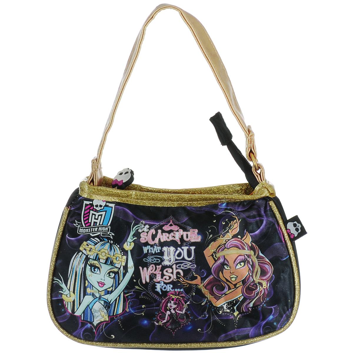 Сумочка детская Monster High. 8531385313Стильная детская сумочка Monster High, оформленная изображением героинь известного мультсериала Школа Монстров, несомненно, понравится вашей малышке. Сумочка имеет одно отделение, закрывающееся на металлическую застежку-молнию, куда можно положить все необходимые принадлежности и аксессуары, и одну ручку золотистого цвета, выполненную из искусственной кожи. Окантовка сумки выполнена из ПВХ и украшена блестками. Бегунок молнии декорирован резиновым элементом в виде черепа. Высота ручки 15 см. Каждая поклонница Школы Монстров будет в восторге от такого аксессуара!